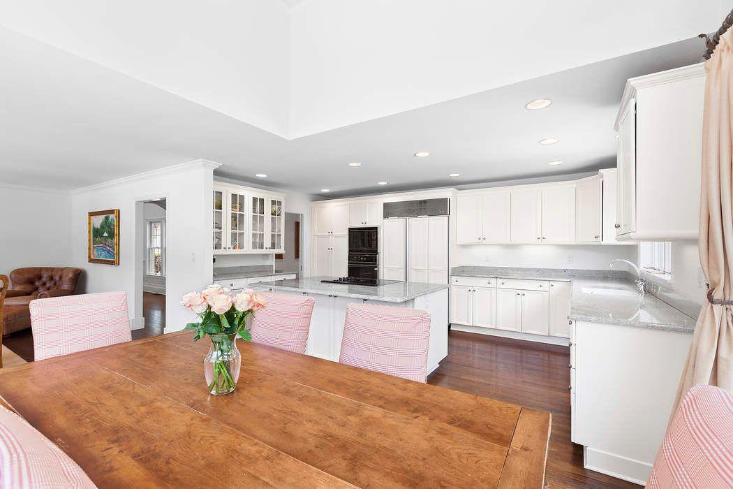 89 Hildreth Avenue Bridgehampton, NY 11932