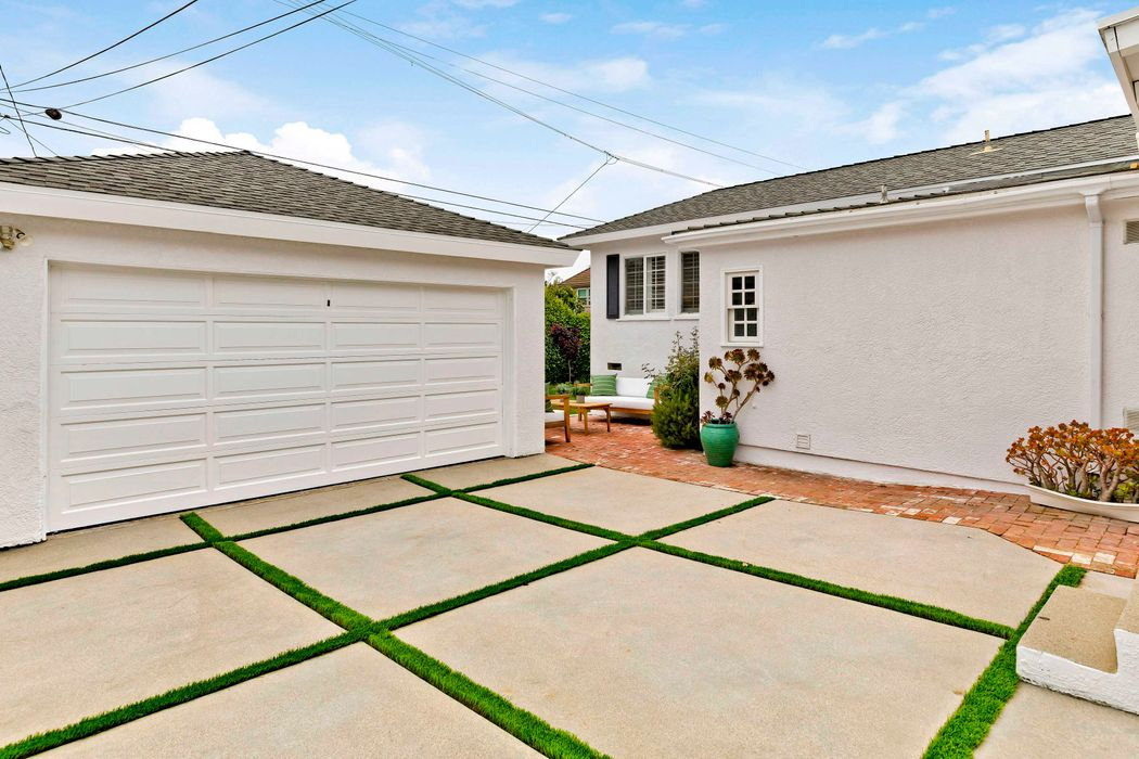 11344 Burnham Street Los Angeles, CA 90049