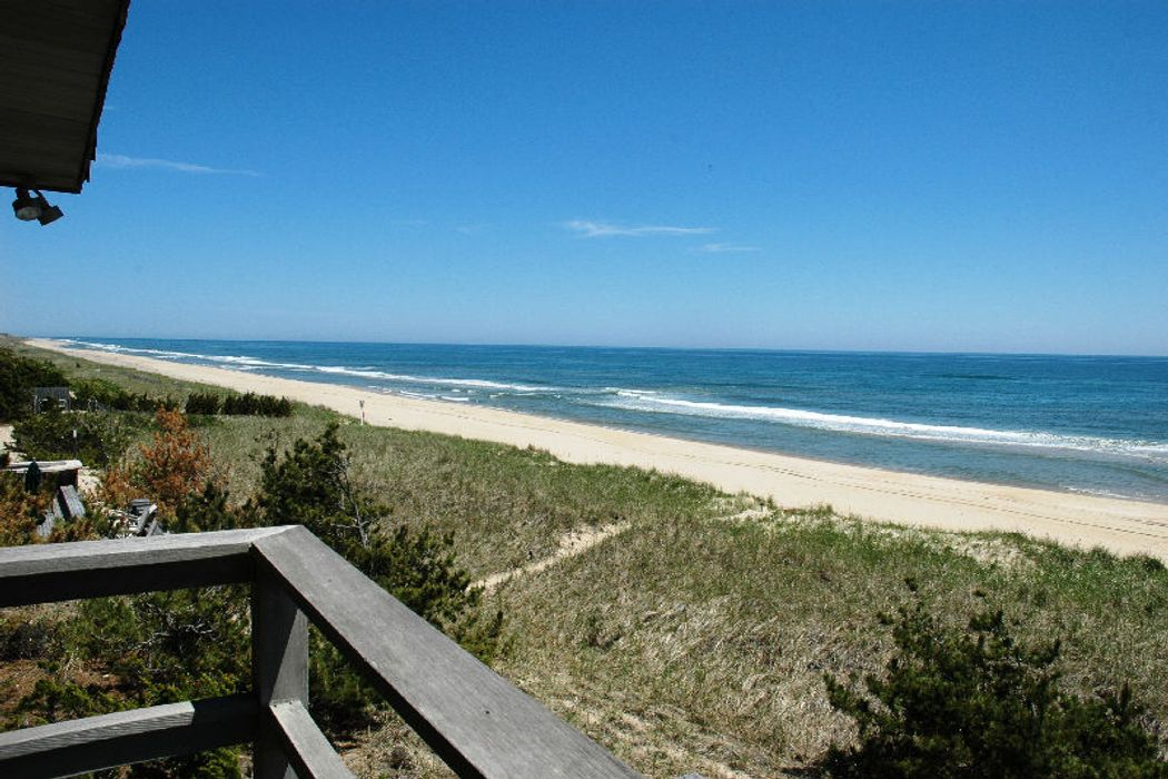 Beautiful Blue Sea Minutes Away Amagansett, NY 11930