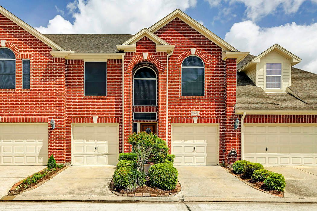 1402 South Friendswood Drive, #105