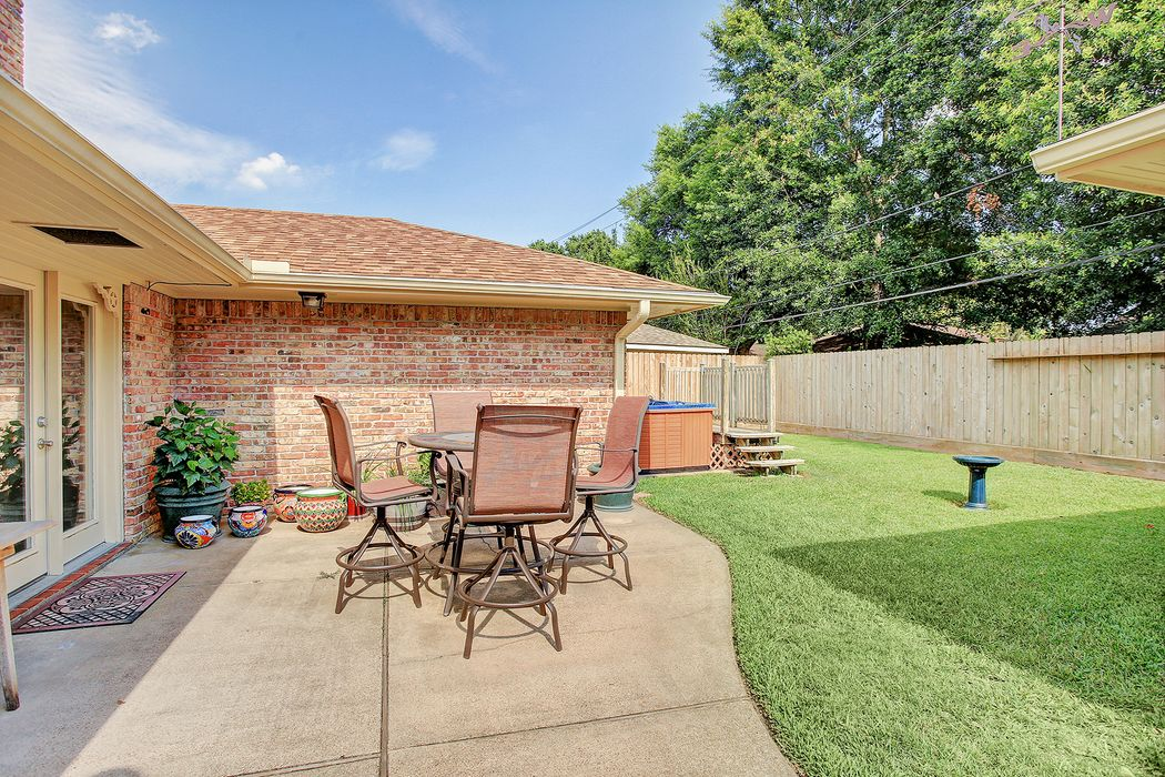 5463 Grape Street Houston, TX 77096