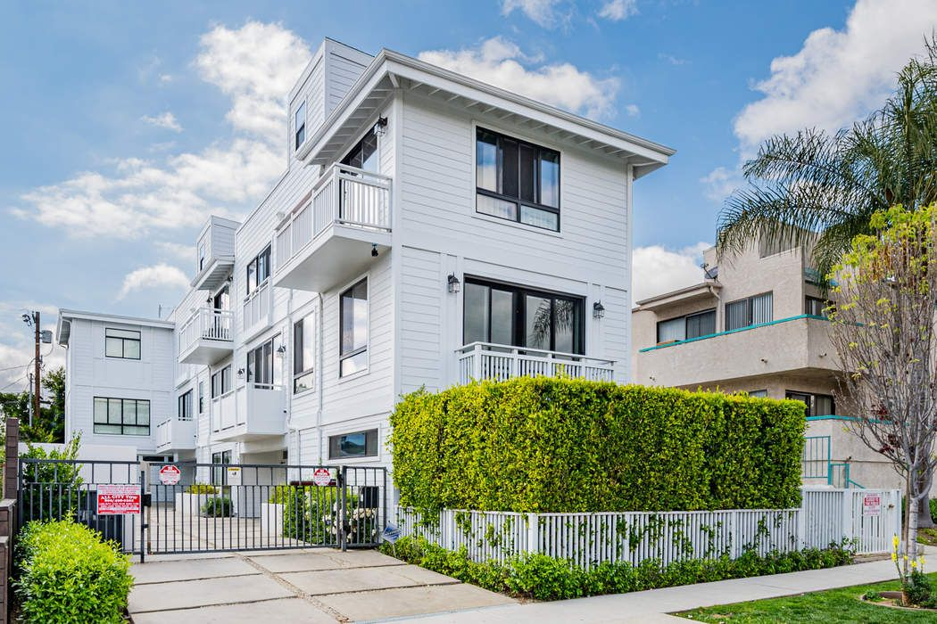 643 1/2 North Hayworth Avenue Los Angeles, CA 90048