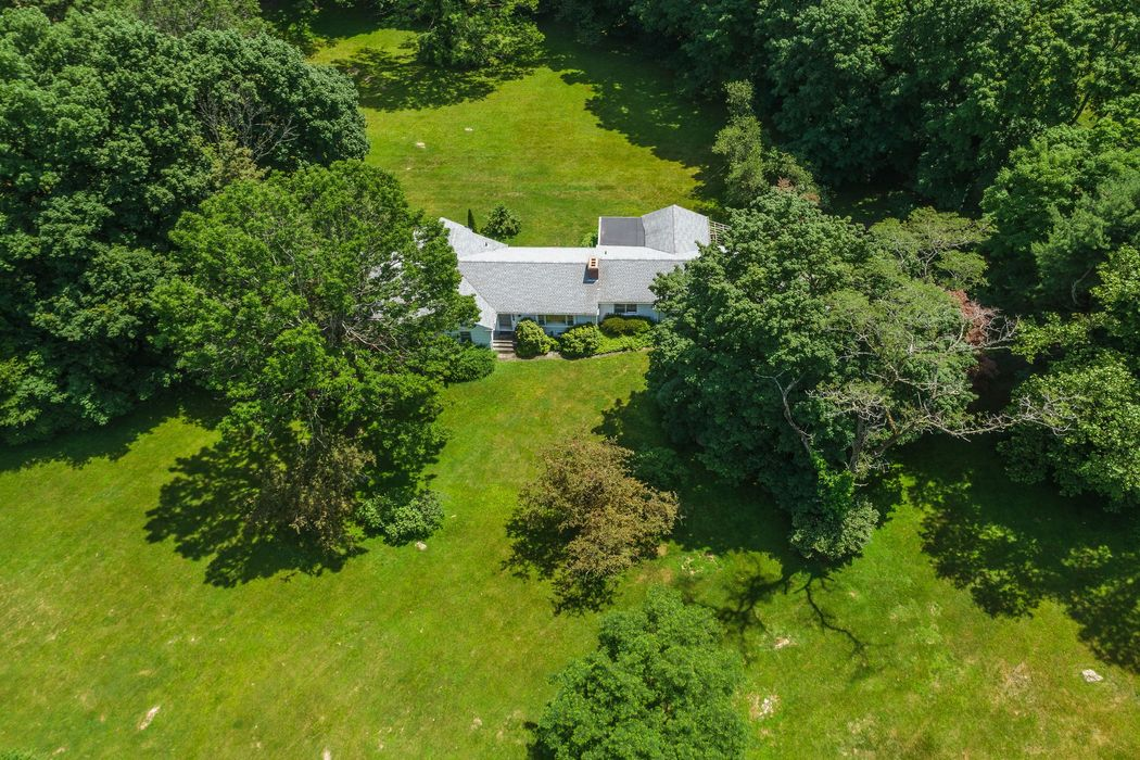 609 Round Hill Road (L) Greenwich, CT 06831