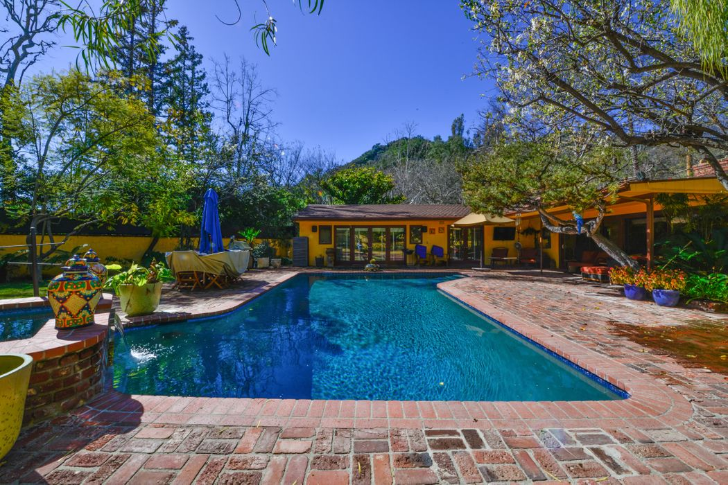 2500 Benedict Canyon Drive Beverly Hills, CA 90210