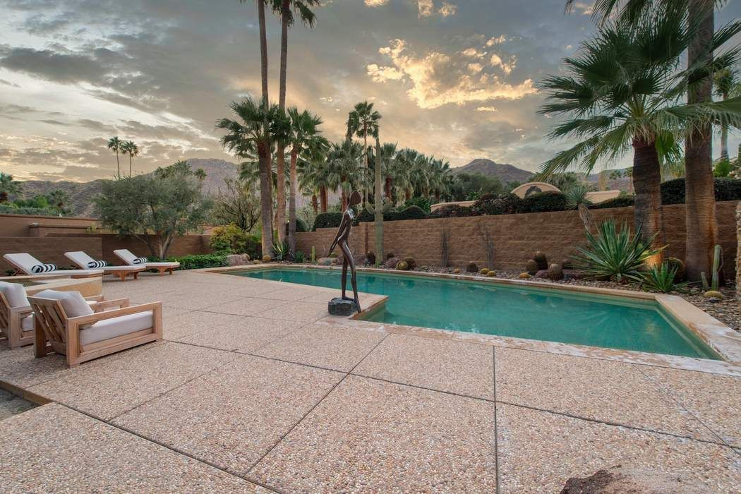 345 North Via Las Palmas Palm Springs, CA 92262