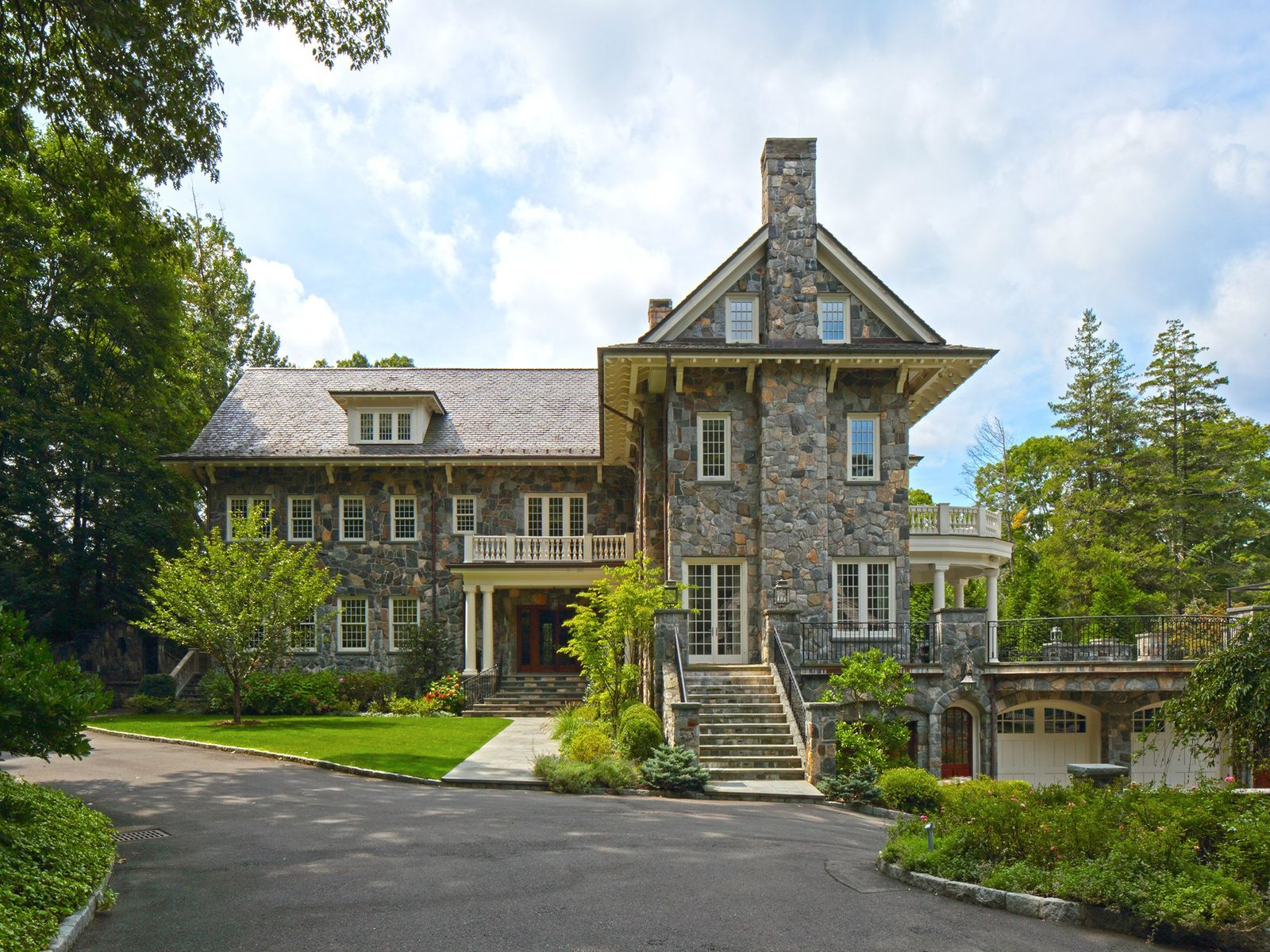 Classic Compound, Greenwich CT Single Family Home - Greenwich Real Estate