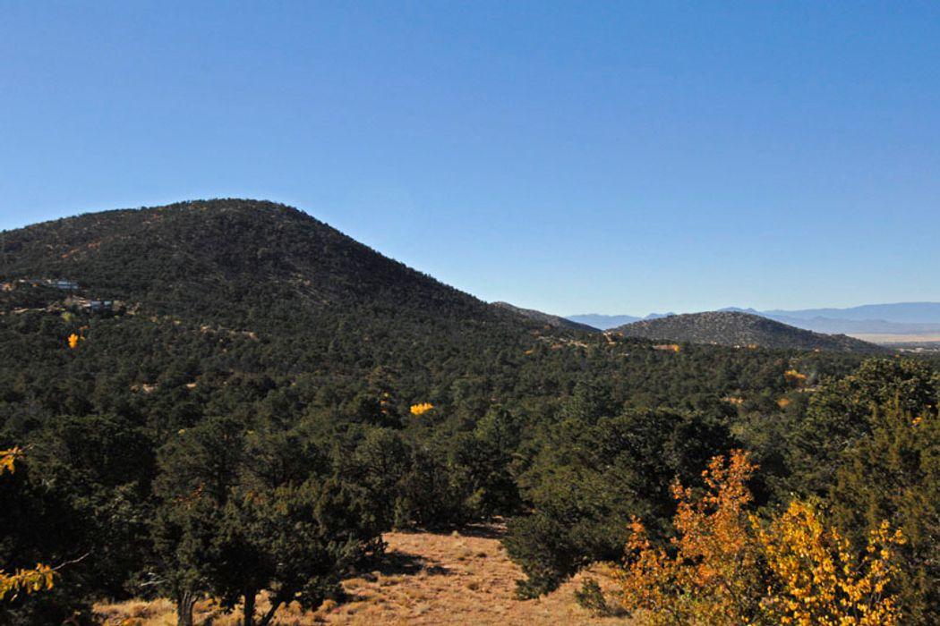 9 Piedras Negras Santa Fe, NM 87505