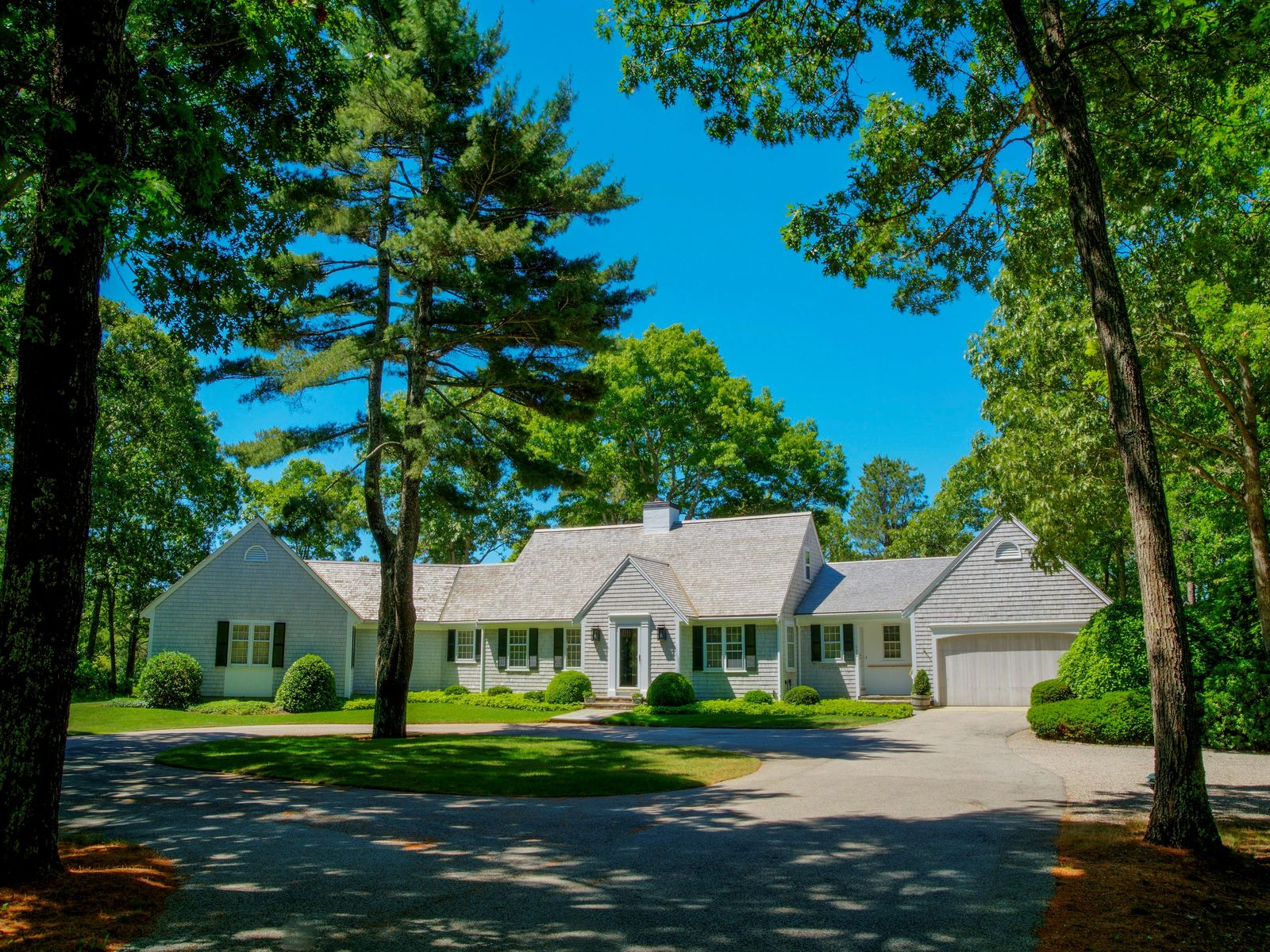 2.15 Acre Residence on North Pond, Osterville MA Single Family Home - Cape Cod Real Estate