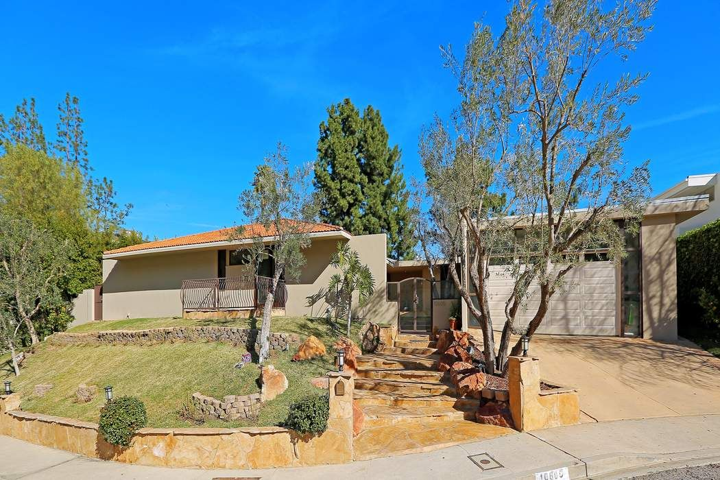 10605 Lindamere Drive Los Angeles, CA 90077
