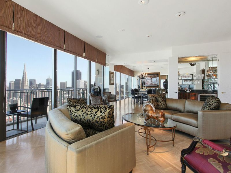 Exquisite Russian Hill View Apartment