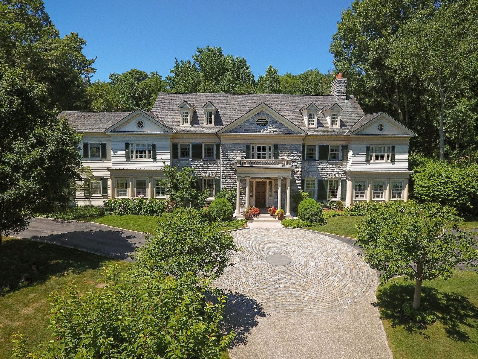 Distinguished Georgian Estate, Greenwich CT Single Family Home - Greenwich Real Estate