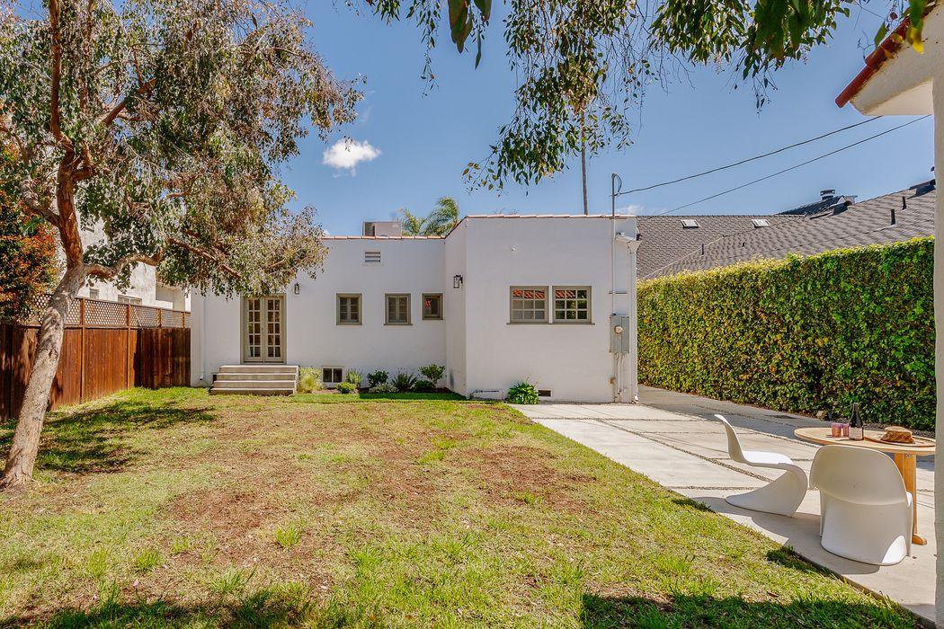 1021 South Dunsmuir Avenue Los Angeles, CA 90019