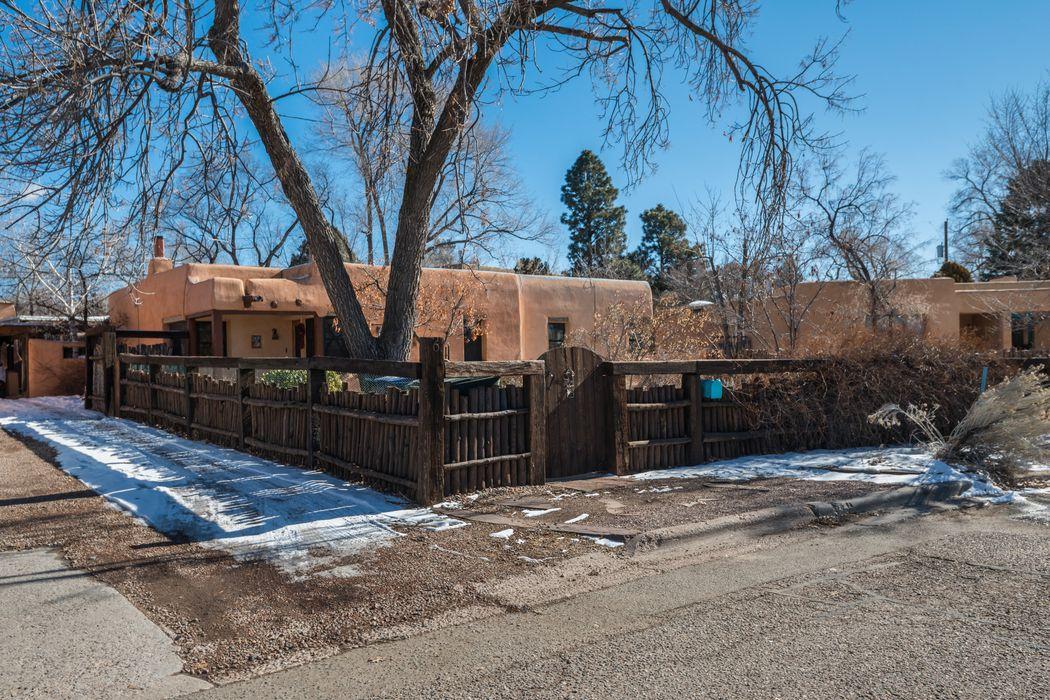 6 Pueblo Drive Santa Fe, NM 87505