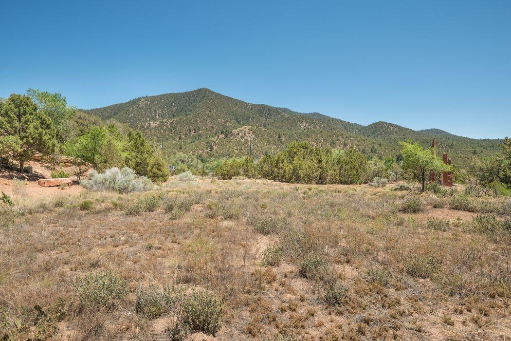 1589 Cerro Gordo Road Santa Fe, NM 87501