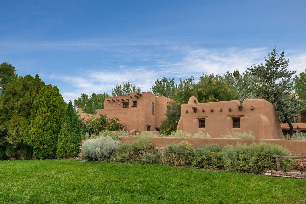 2 Cerro Gordo Rd Santa Fe, NM 87501