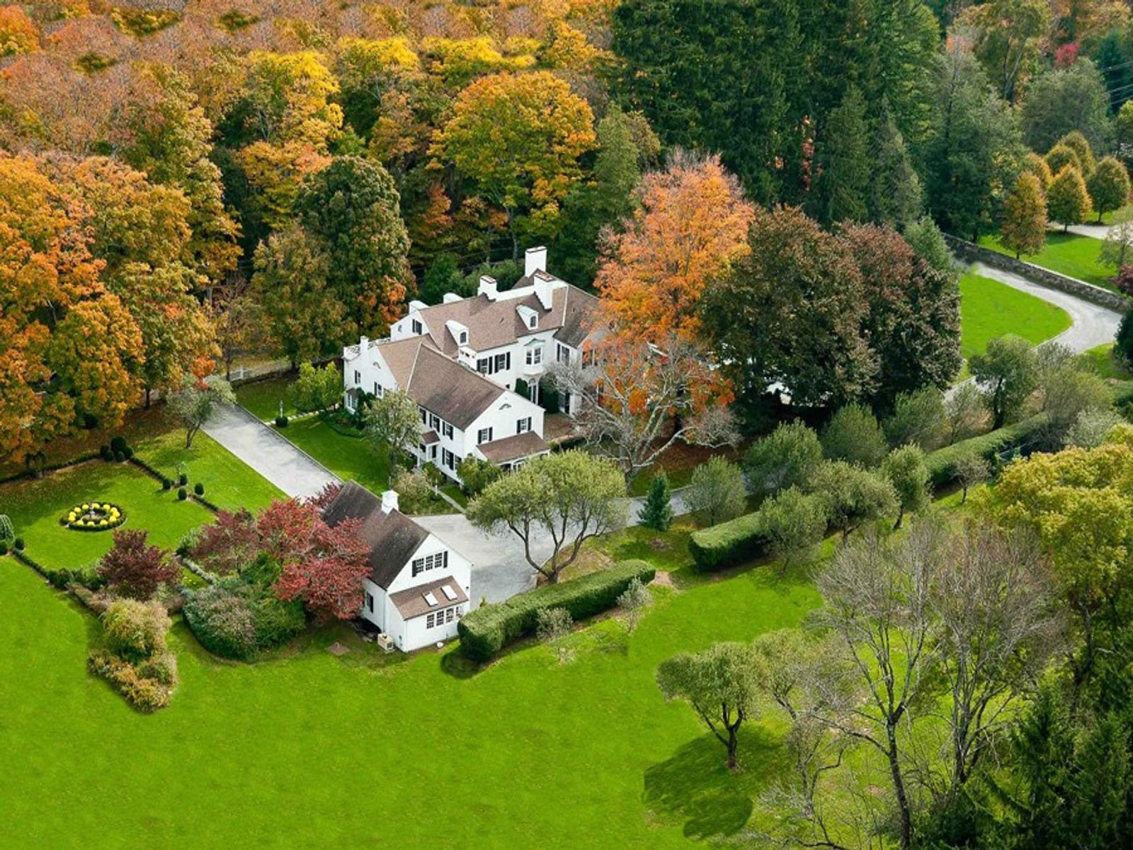 Classic Country Estate, Greenwich CT Single Family Home - Greenwich Real Estate