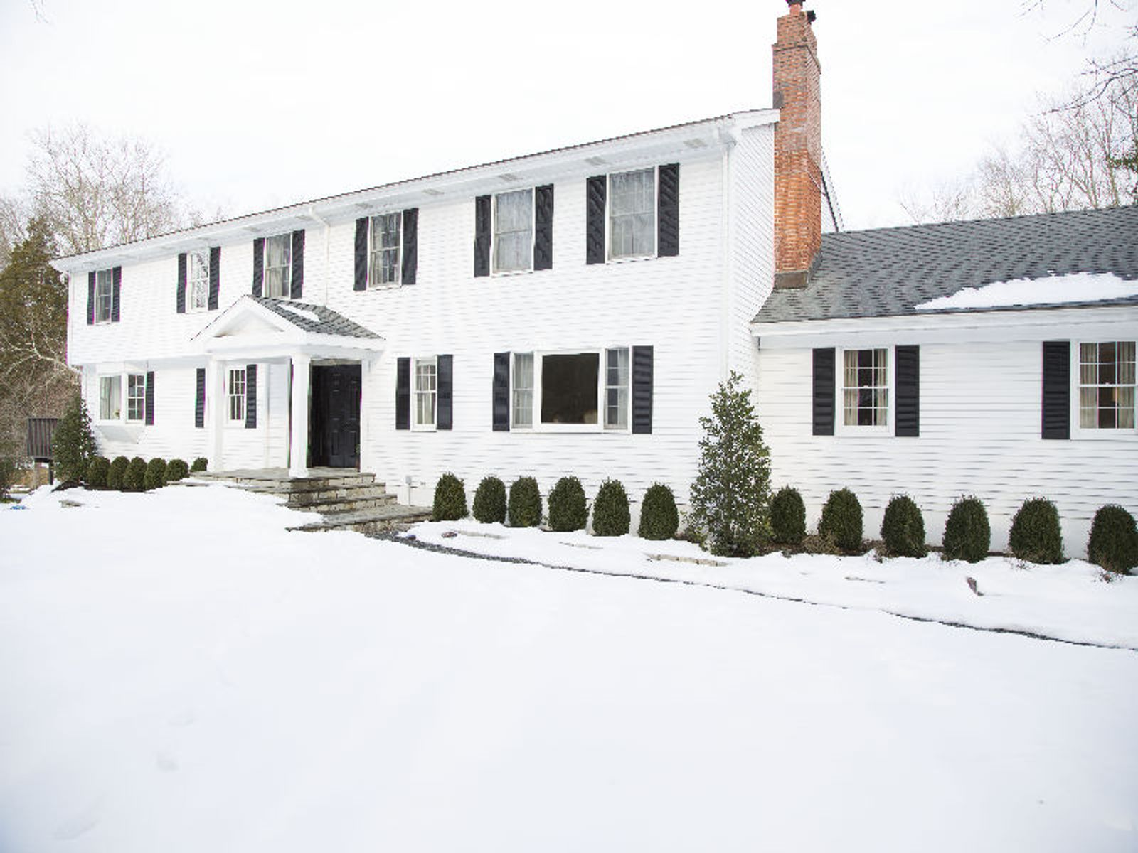 Classic Colonial Mid-Country, Greenwich CT Single Family Home - Greenwich Real Estate