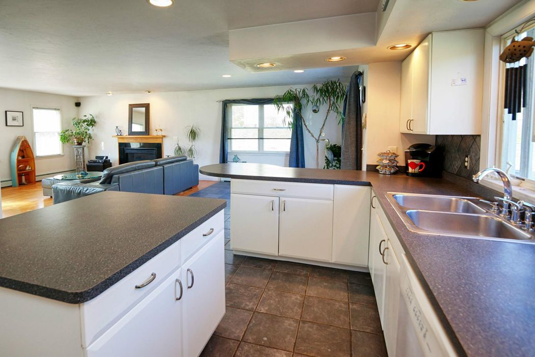 19 Oak Bluff Road Sagamore Beach, MA 02562