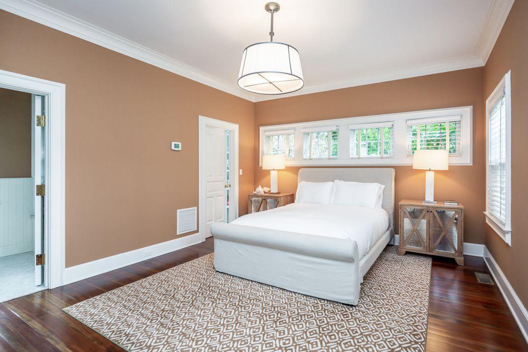 East Hampton Village 5BR Elegant Gambrel East Hampton, NY 11937