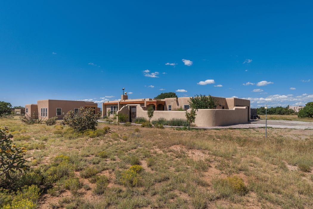 4 Encantado Place Santa Fe, NM 87508