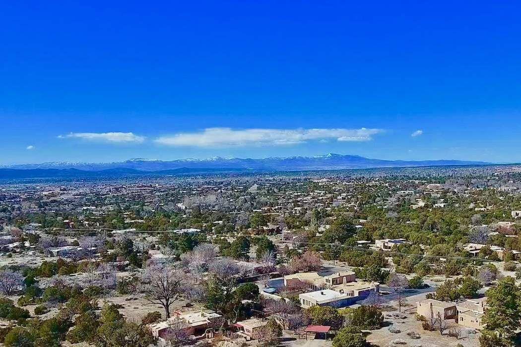 826 Viejo Rastro Santa Fe, NM 87505