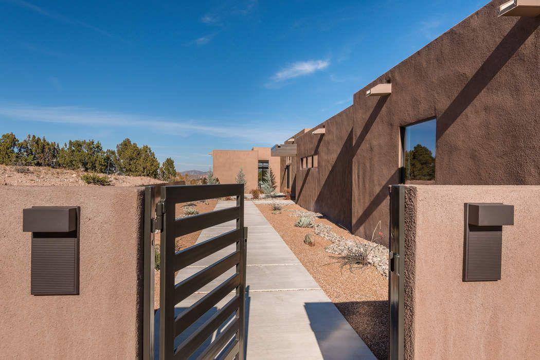 87 Avenida De Las Casas Santa Fe, NM 87506