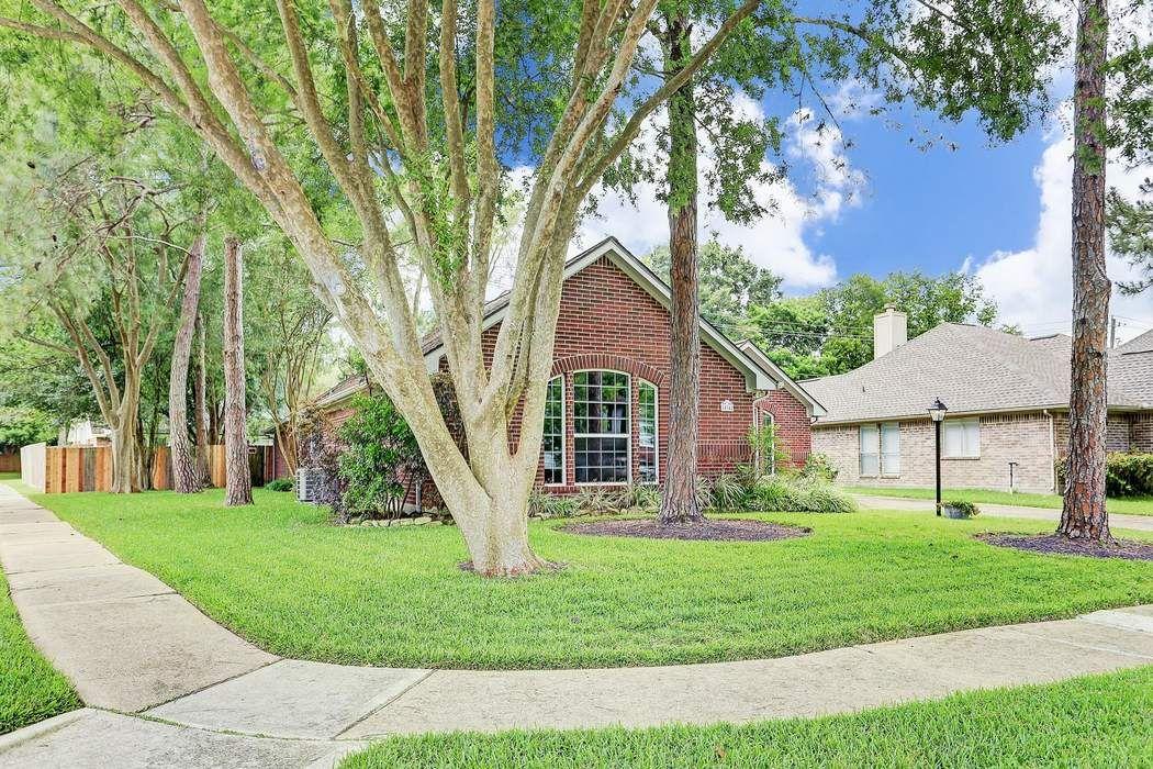 14342 Little Willow Walk Houston, TX 77062