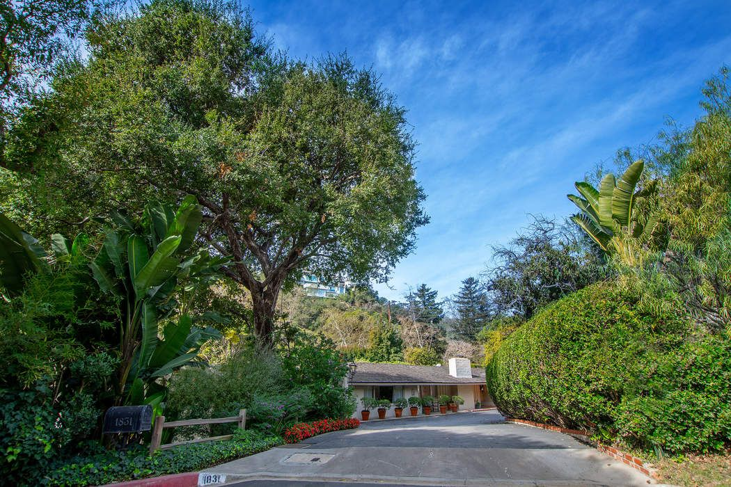 1831 Old Orchard Road Los Angeles, CA 90049