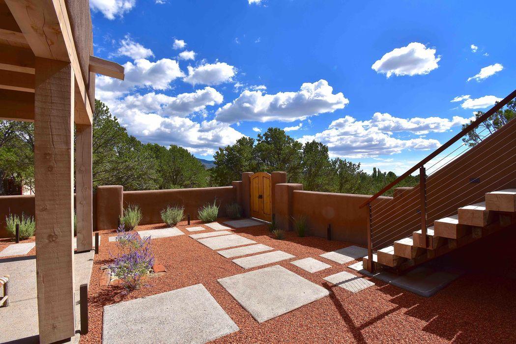 208 Camino Del Norte Santa Fe, NM 87501