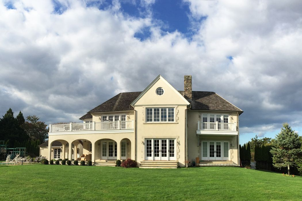 Elegant Villa Near the Ocean  East Hampton, NY 11937