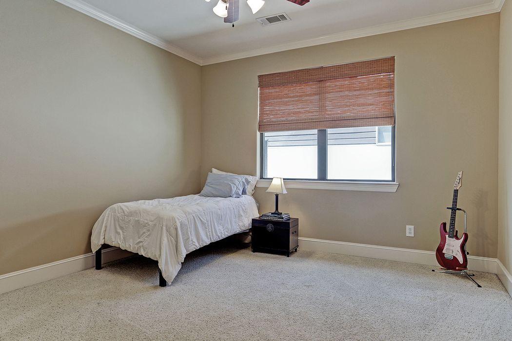 7004 Newcastle Street Bellaire, TX 77401