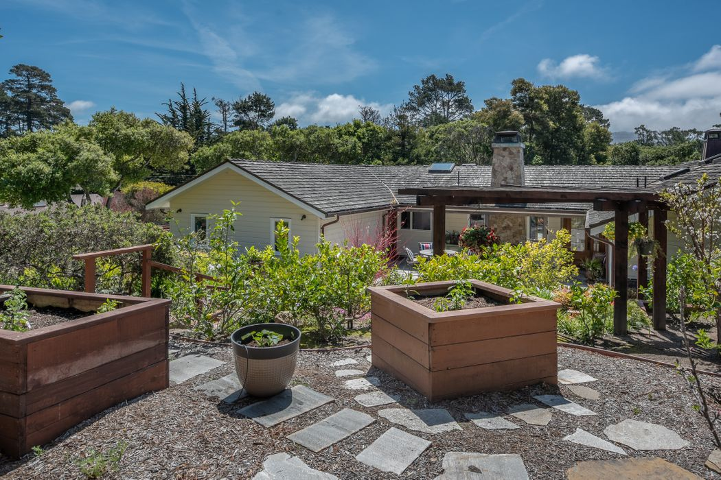 25864 Hatton Road Carmel, CA 93923
