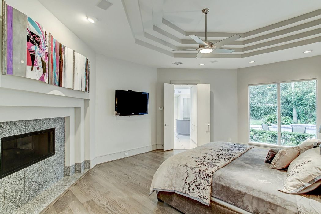 5402 Holly Street Bellaire, TX 77401