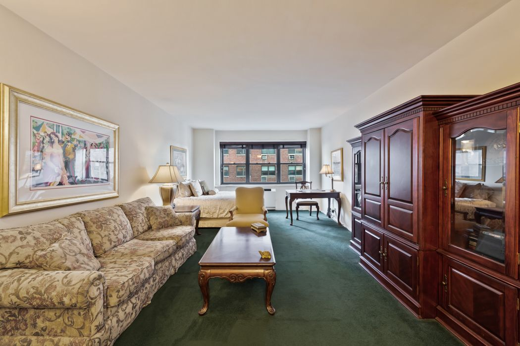 165 East 72nd Street New York, NY 10021