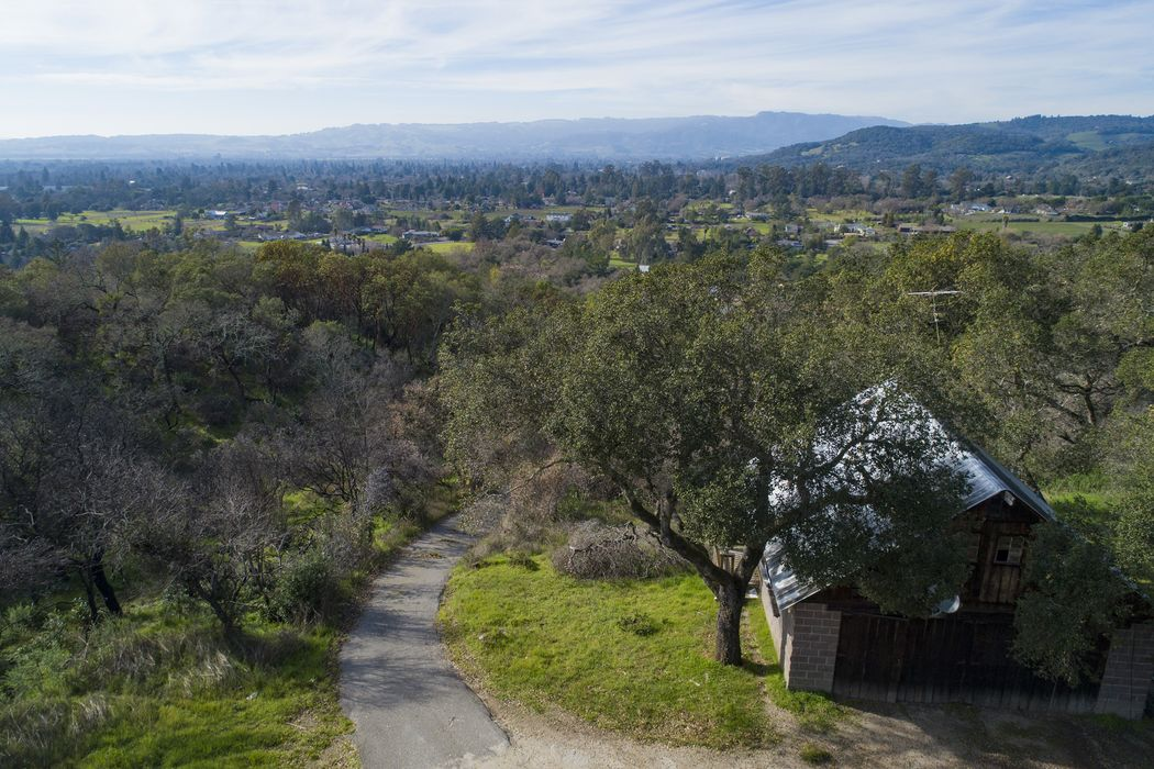1908 Thornsberry Rd Sonoma, CA 95476