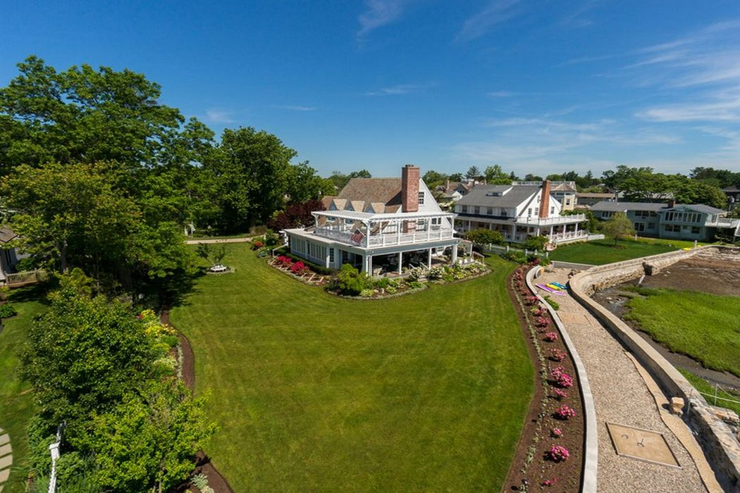 198 Shore Road Old Greenwich, CT 06870