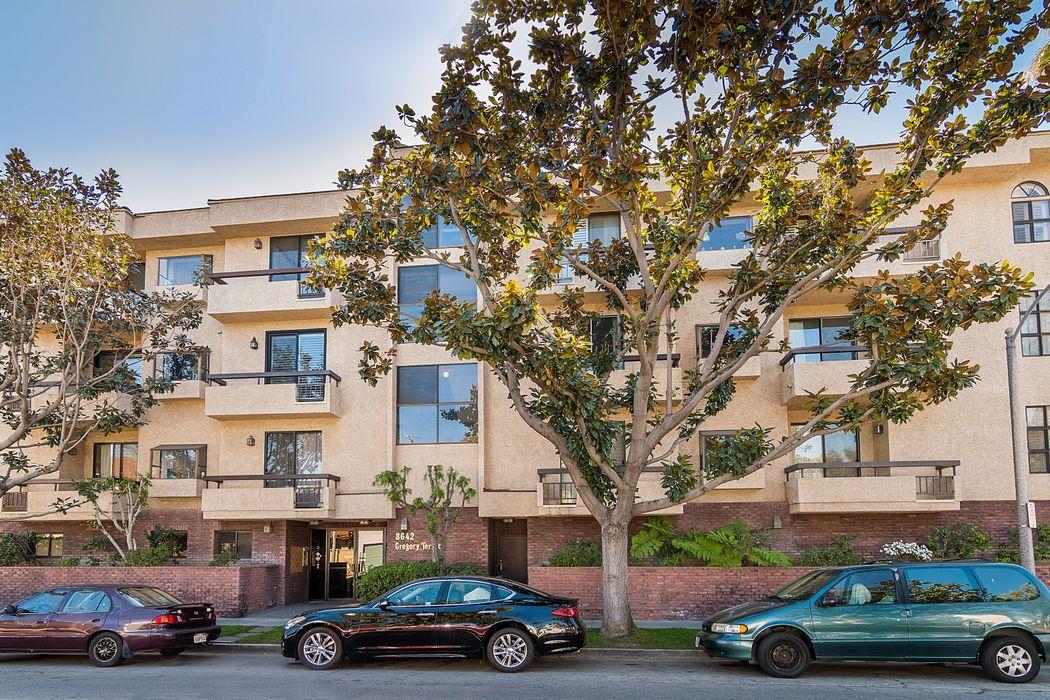 8642 Gregory Way Los Angeles, CA 90035