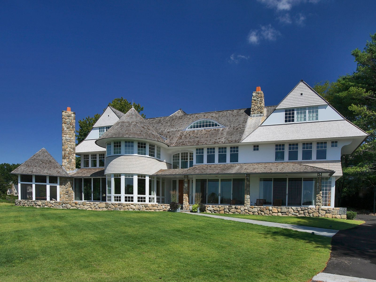 Waterfront estate in old greenwich old greenwich ct for Luxury homes for sale in greenwich ct