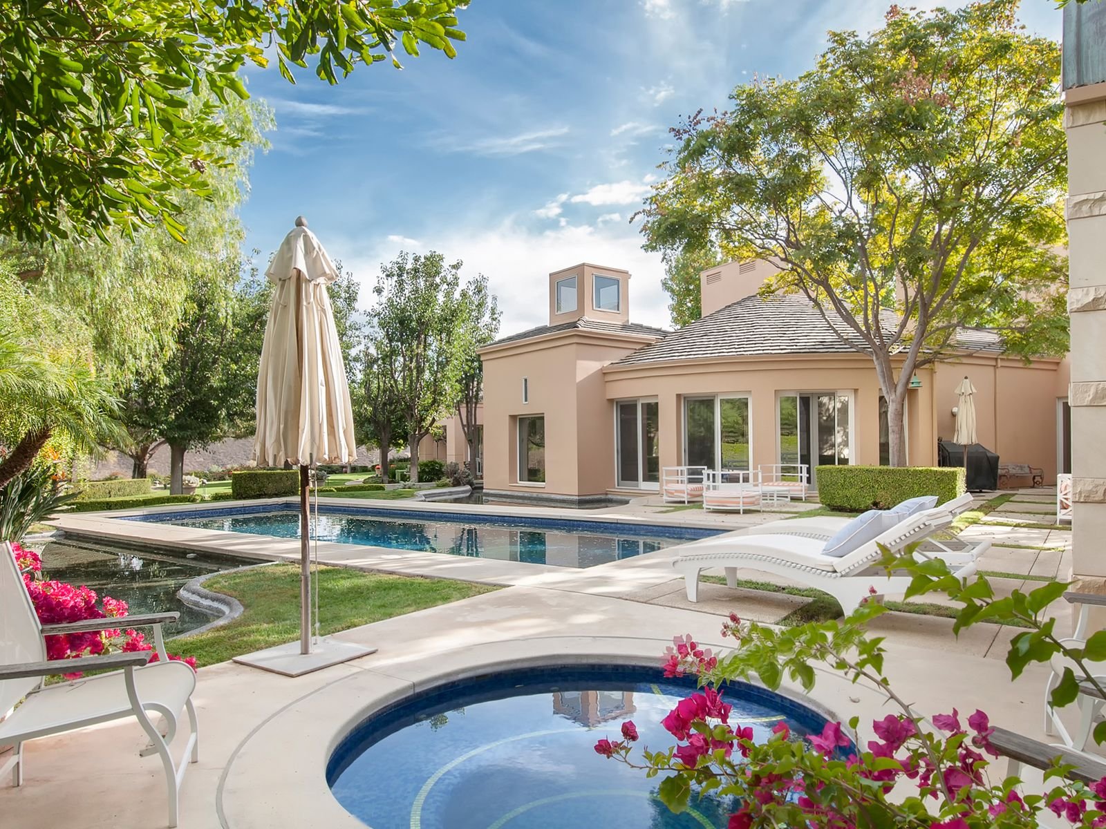 Overlooking the Golf Course, Westlake Village CA Single Family Home - Los Angeles Real Estate