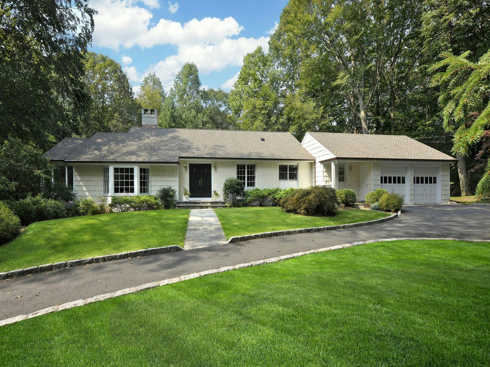 Idyllic Retreat, Greenwich CT Single Family Home - Greenwich Real Estate