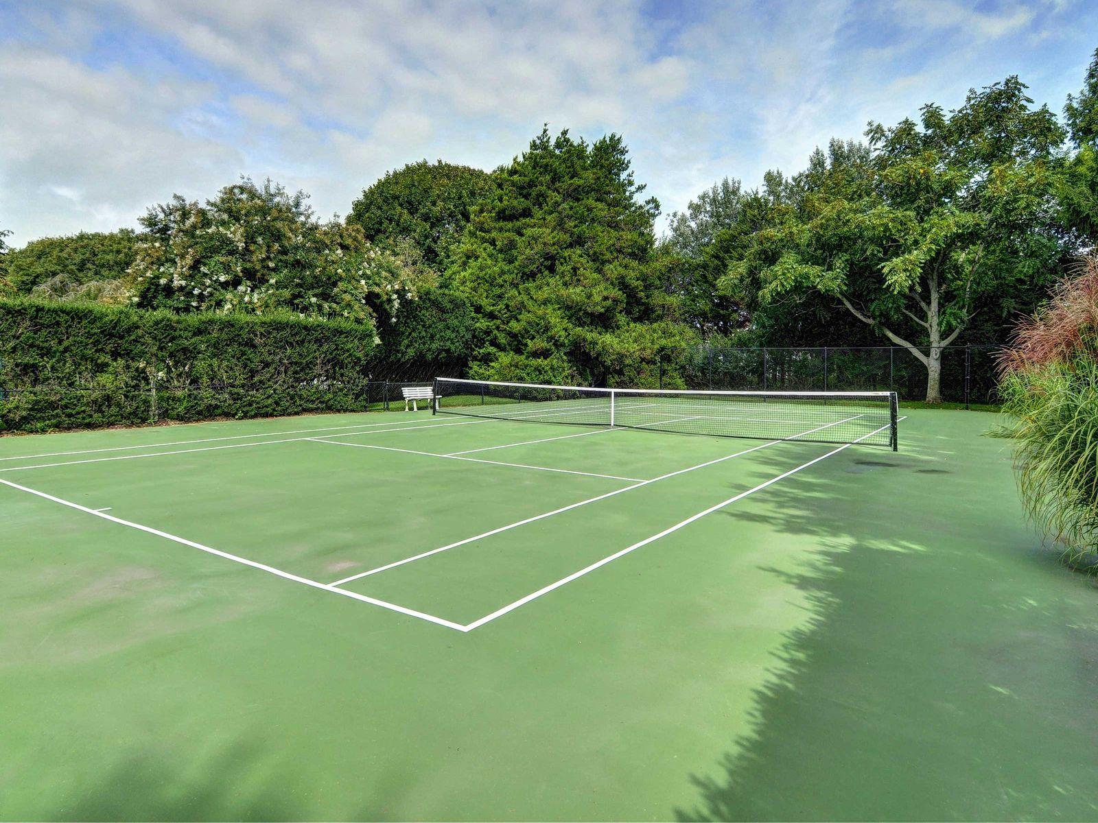 Southampton Estate Section Pool & Tennis
