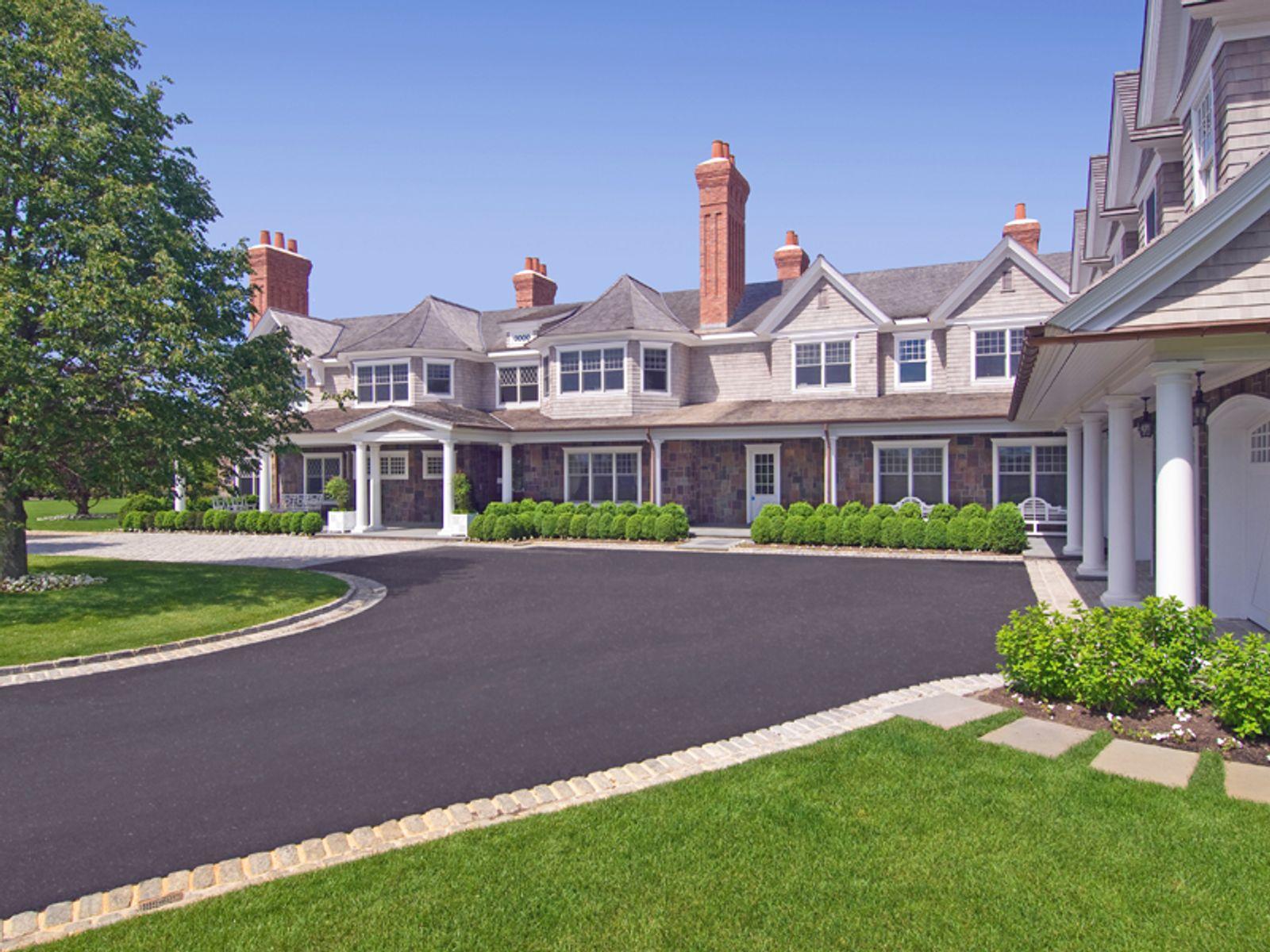 Sandcastle bridgehampton ny single family home hamptons for Luxury hamptons real estate