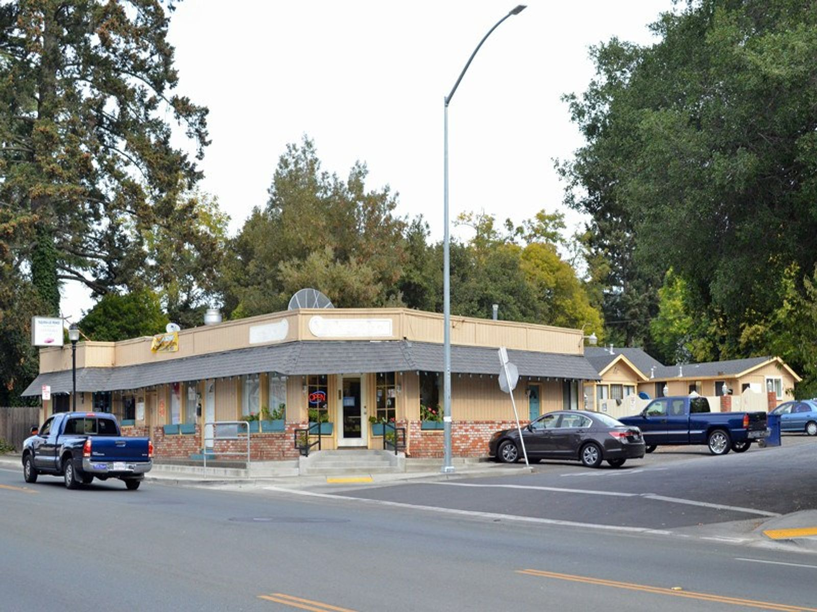 Sonoma Commercial/Residential Units