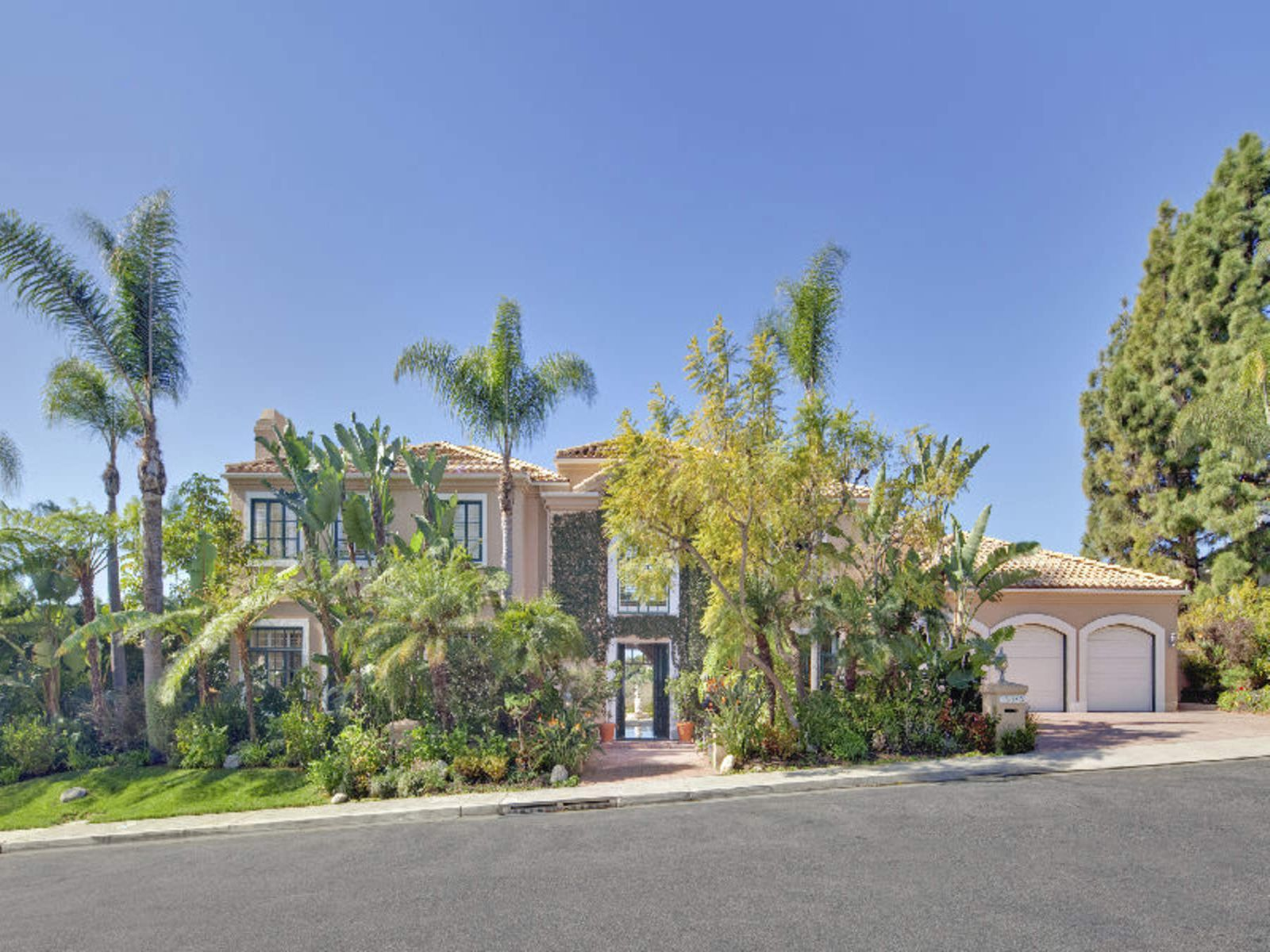 Exclusive Palisades Gated Community