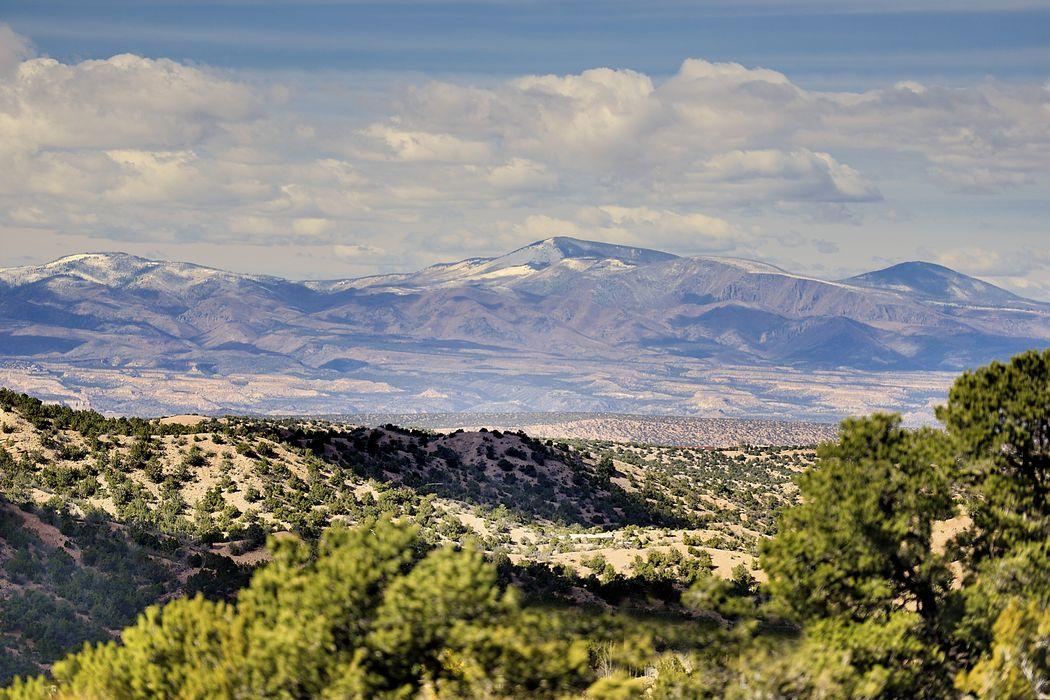2408 Camino Del Oso Santa Fe, NM 87501