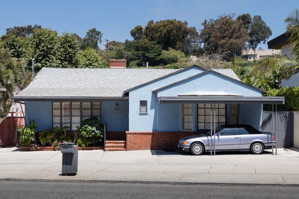 221 Entrada Drive Santa Monica, CA 90402