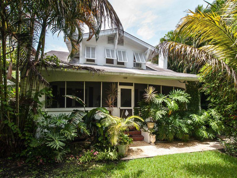 Palm Beach Bungalow/ Deeded Beach Access