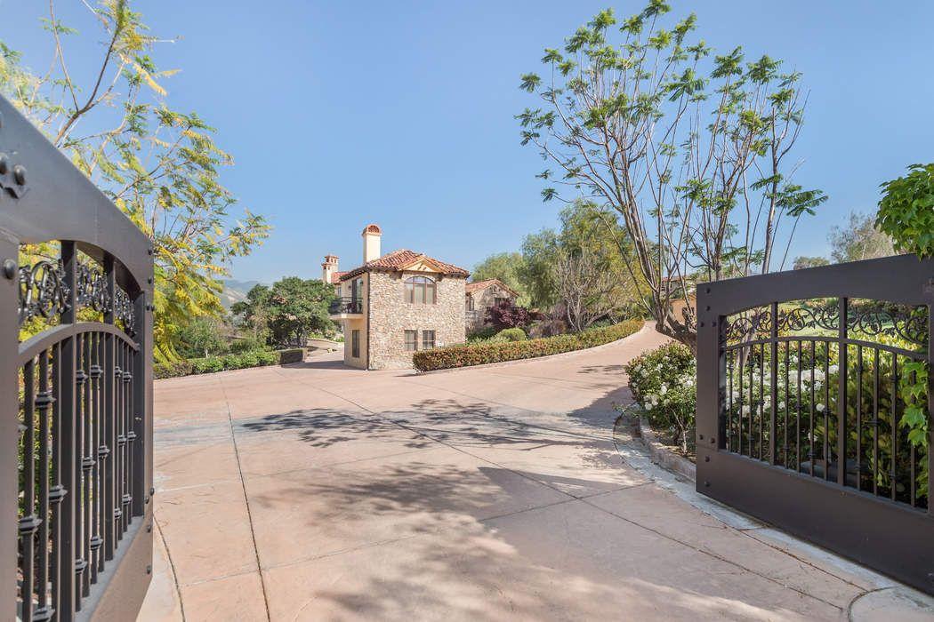 27270 Rolling Hills Avenue Santa Clarita, CA 91387