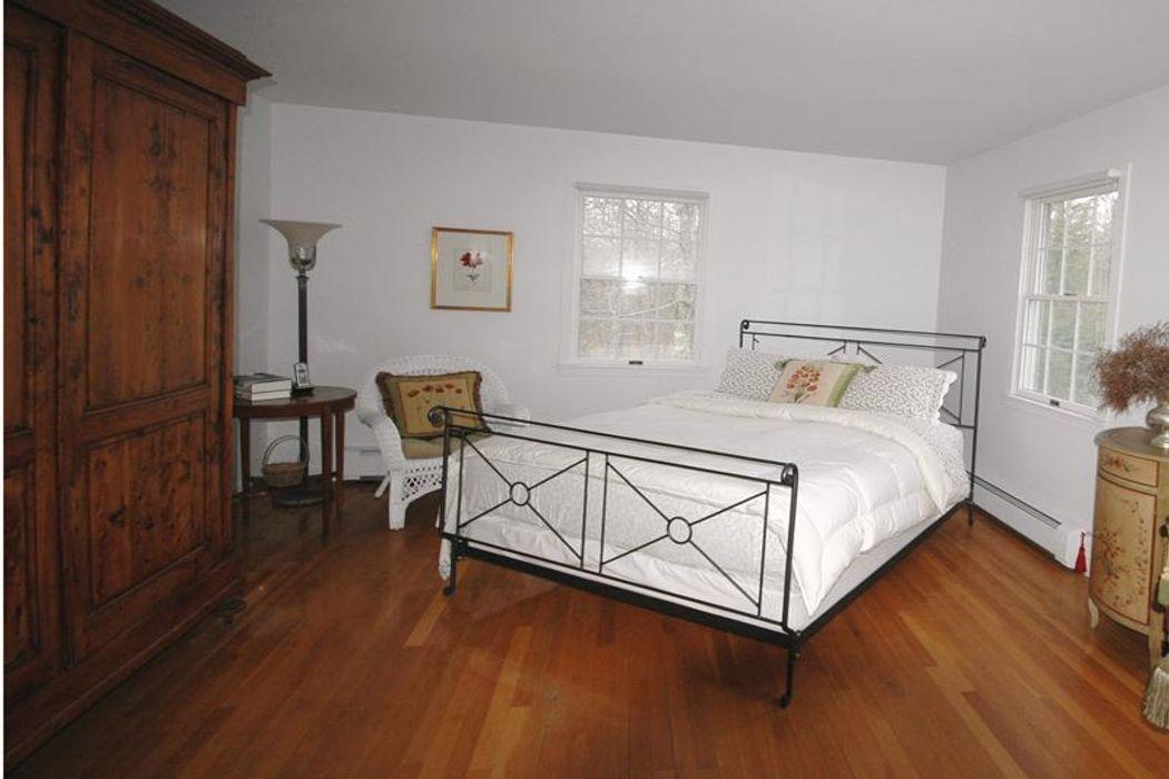 Everything to Enjoy a Vacation  East Hampton, NY 11937