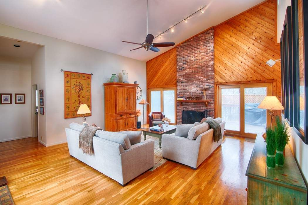Designers Immaculate Contemporary East Hampton, NY 11937